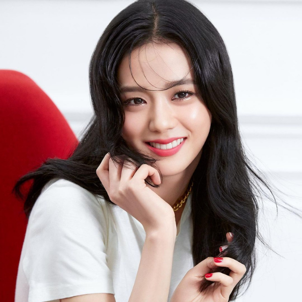 BLACKPINK Jisoo makeup look rosy lipstick