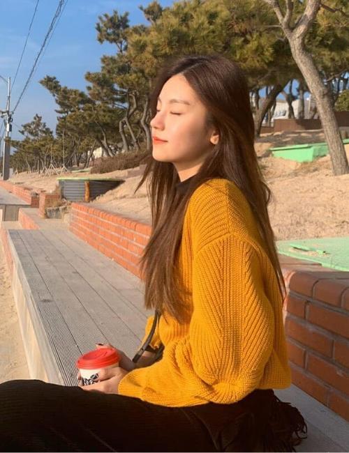 ITZY Yeji Cozy Yellow Knitwear Spring 2020