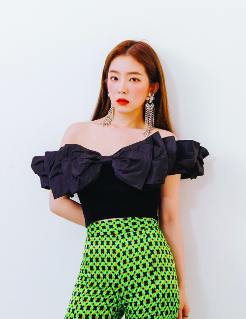 Red Velvet Irene black off-shoulder top green patterned high-waisted pants