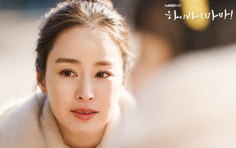 Stylevana - Vana Blog - Top 3 Beauty Secrets Behind Kim Tae-hee's Legendary Cream Skin in <em>Hi Bye, Mama!</em> - Hydration
