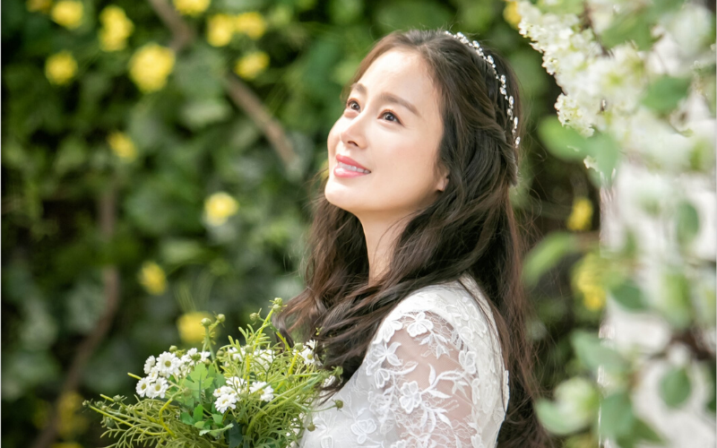 Stylevana - Vana Blog - Top 3 Beauty Secrets Behind Kim Tae-hee's Legendary Cream Skin in <em>Hi Bye, Mama!</em> - Brightening